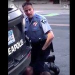 「息ができない」黒人男性が警察官に膝で首を押さえつけられ死亡。「助けてあげて」周りは訴えていた