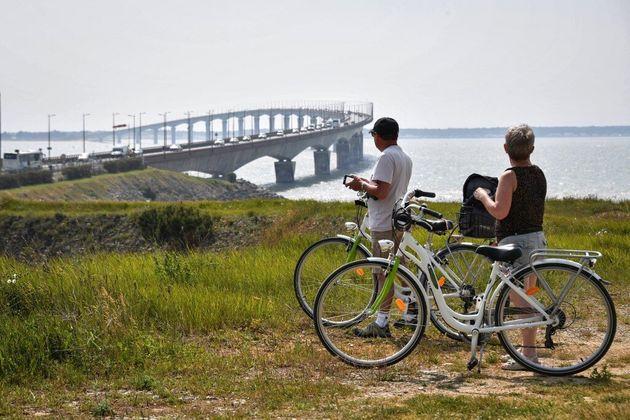 (photo d'illustration prise devant le pont entre l'île de Ré et La Rochelle en
