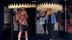버거킹이 고객들에게 6피트짜리 거대한 왕관을
