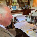 Esta foto de Carlos de Inglaterra está dando mucho que hablar por un detalle: se ve claramente en la