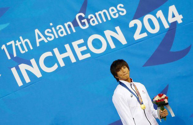 2014年アジア競技大会の50メートル背泳ぎで金メダルに輝く古賀選手