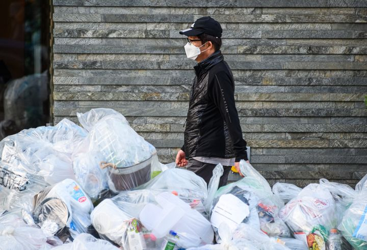 A person wears a protective face mask in New York during the coronavirus pandemic on May 21. The pandemic has allowed plastic bags and other items to make a comeback around the world.