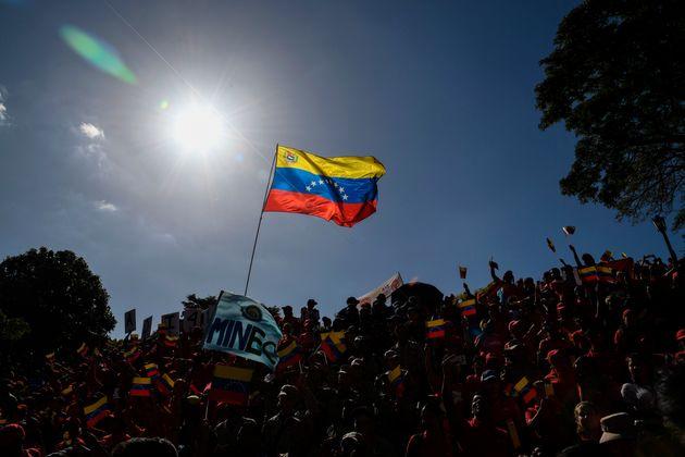 Seguidores del presidente venezolano, Nicolás Maduro, durante una protesta contra las sanciones...