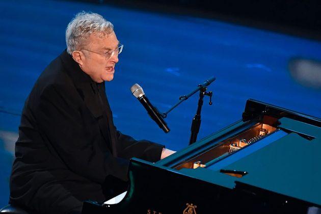 Randy Newman em sua apresentação na cerimônia do Oscar de