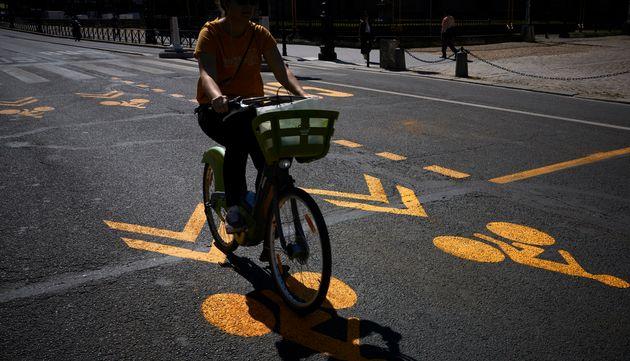 Élisabeth Borne annonce un triplement du fonds pour le vélo après le confinement...