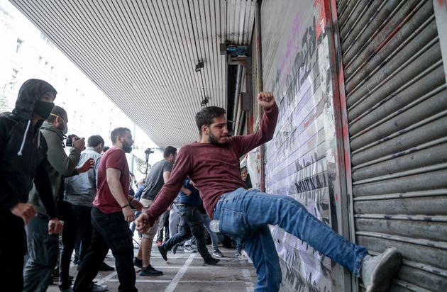 Συγκέντρωση διαμαρτυρίας εργαζόμενων στον τουρισμό και στην εστίαση - Ένταση και χημικά στην