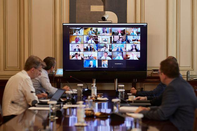 Υπουργικό: Κίνητρα για ηλεκτροκίνηση – Δεύτερη εξαετής θητεία για