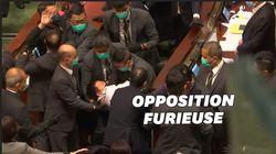 Trois députés éjectés du parlement de Hong Kong avant le vote d'une loi