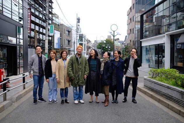 「530」のメンバーと(左から4番目が中村さん)