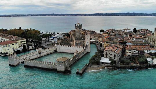Scaligero: Ένα αβύθιστο κάστρο βγαλμένο από παραμύθι στον ιταλικό