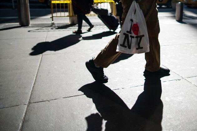 Nueva York prohibió las bolsas de plástico de un solo uso a partir del 1 de marzo, pero...