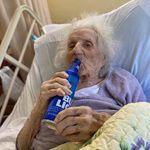 À 103 ans, elle vainc le coronavirus et s'ouvre une petite