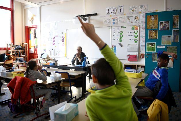 Des élèves en classe à l'école Saint-Germain de Charonne, à Paris,...
