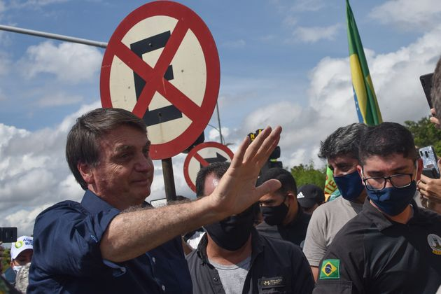 Para presidente, ministros Alexandre de Moraes e Celso de Mello, do STF, estão cometendo abuso...