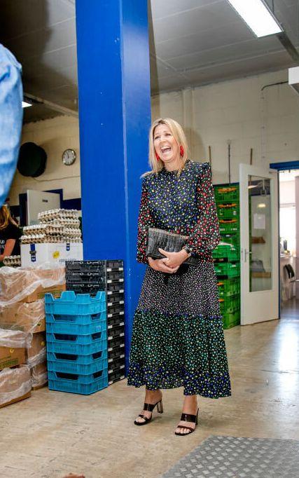 Máxima de Holanda visitando un banco de alimentos el pasado 19 de mayo.