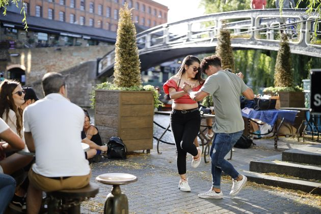 Καφές και χορός στο βόρειο Λονδίνο.