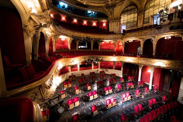 En Allemagne, les théâtres ont été aménagés pour respecter la...