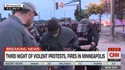 Detienen en directo a un reportero y a un cámara que cubrían los disturbios en