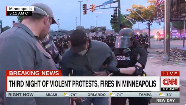 Un reportero de la CNN, detenido en directo en