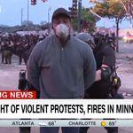 Ao vivo, equipe da CNN é presa por polícia durante protestos em
