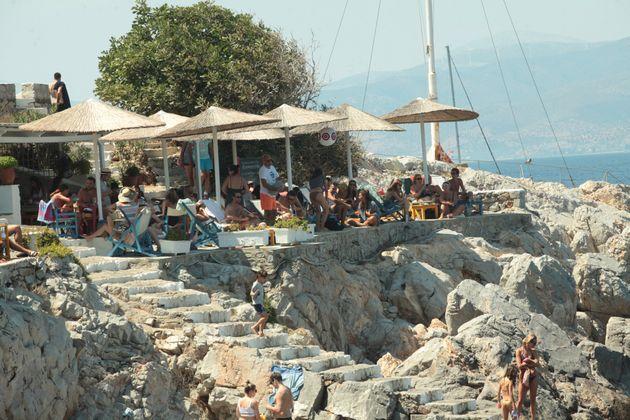 Ψηφίζεται το πρόγραμμα κοινωνικού τουρισμού – στήριξη Μαξίμου στην ηγεσία