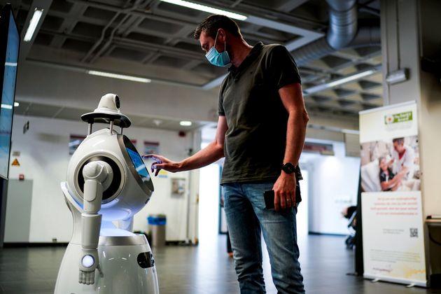 Ρομπότ για τον κορονοϊό επιστρατεύτηκαν στο