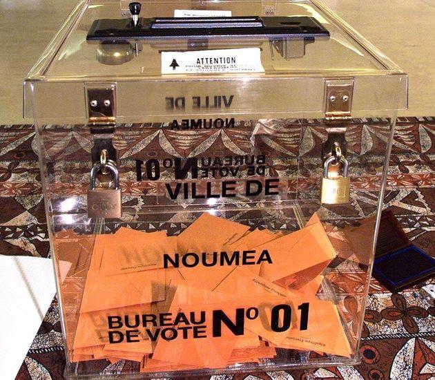 Vue de l'urne du bureau de vote numéro un à la mairie de Nouméa le 08 novembre 2018,...