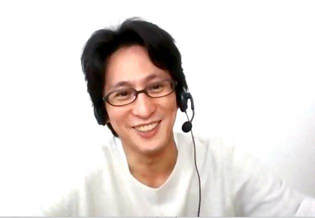オンラインでインタビューに答える成河さん