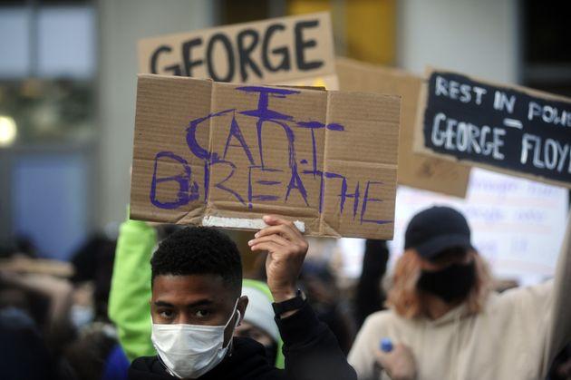 """George Floyd, autopsia beffa: """"Non ci sono elementi fisici c"""