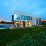 La espectacular casa de 18 millones que Rihanna quiere comprar para sus