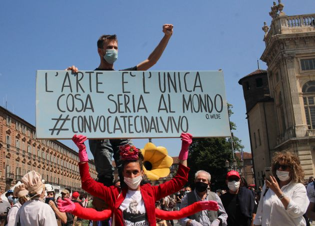 """""""Convocateci dal vivo"""". I lavoratori dello spettacolo protes"""
