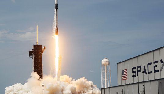 スペースXの「クルードラゴン」打ち上げ成功、民間による宇宙開発の分岐点 カメラがとらえた打ち上げの瞬間(動画)
