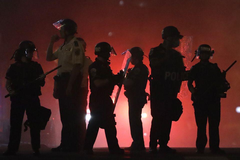 Policiais nas ruas de Whasington