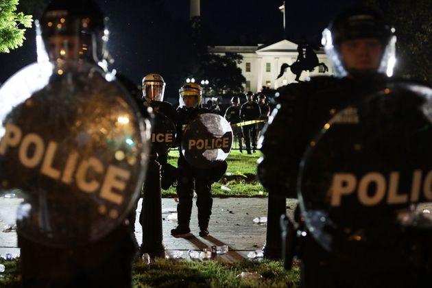 Des policiers à Washington aux abords d'une manifestation en soutien à George Floyd, le...