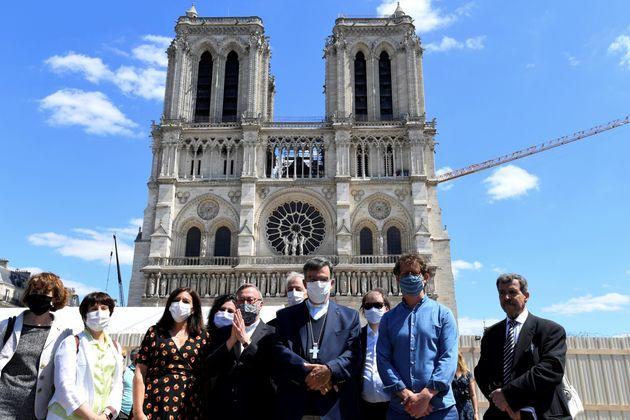 Lors de la réouverture du parvis de Notre-Dame de Paris, le 31 mai