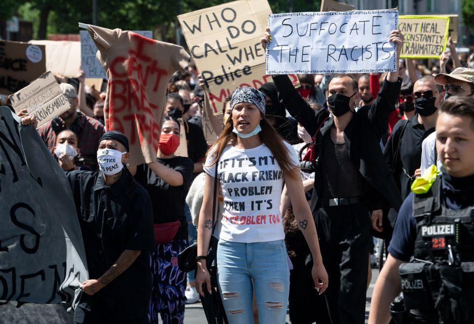Διαδηλωτές συγκεντρώθηκαν στο Βερολίνο, για διαμαρτυρία κατά του ρατσισμού μετά την δολοφονία του Τζορτζ Φλόιντ στις ΗΠΑ.