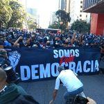Torcidas de Corinthians e Palmeiras se unem em protesto contra Bolsonaro na