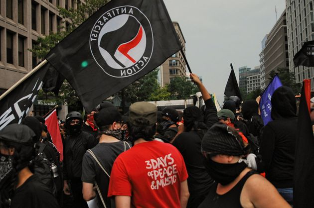 Manifestantes antifascistas se concentran en Washington en