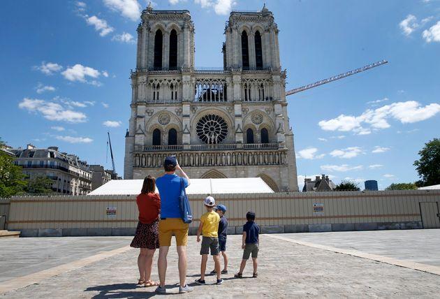 Γαλλία: Ανοιξε για το κοινό το προαύλιο της Νοτρ Νταμ, μετά την καταστροφική πυρκαγιά του 2019.