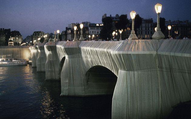 Le Pont-Neuf à Paris, emballé par Christo en en