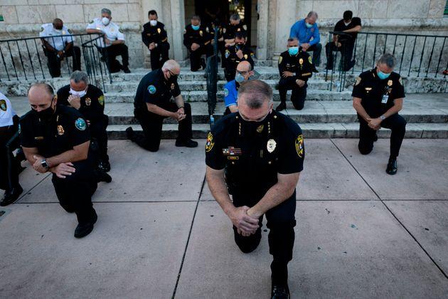 경찰의 과잉진압으로 숨진 조지 플로이드 관련 시위에 참여한 플로리다
