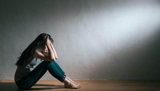 著名人の「自殺報道」はどうあるべきか。過激さ先行する報道に、識者が危惧する「負の影響」