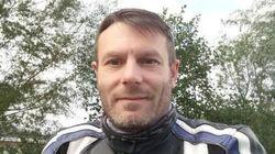 Muore dopo lo schianto in moto: un passante riprende l'agonia e la posta sui