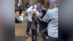 Bambina colpita dallo spray al peperoncino: il soccorso dei manifestanti