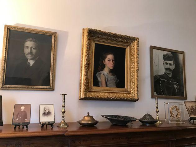 Πορτρέτα του Ίωνα Δραγούμη, της κ. Ναταλίας Ιωαννίδη και του Παύλου Μελά, στην οικία της κ. Ναταλίας