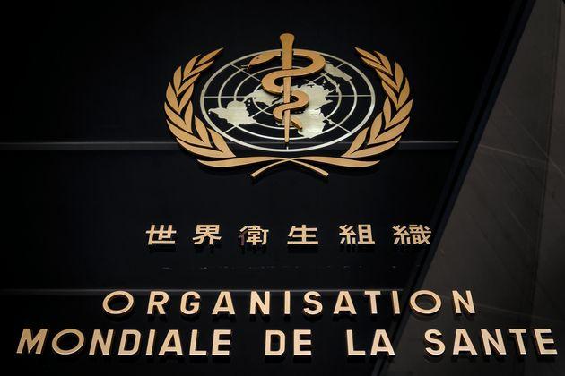 Le logo de l'Organisation mondiale de la santé (OMS) écrit en français et en chinois...
