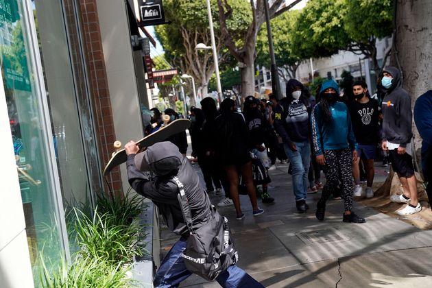 Λευκός Οίκος: Το κίνημα Antifa κηρύχτηκε «εγχώρια τρομοκρατική»