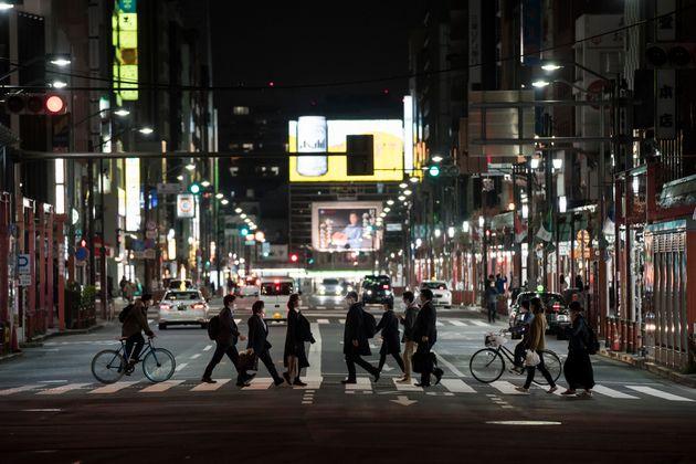 夜間の東京の町のイメージ
