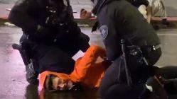 조지 플로이드 시위대가 또 경찰 무릎에 목을 눌렸다
