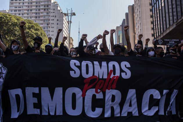 No domingo (31), torcidas de times adversários em São Paulo foram às ruas protestar...
